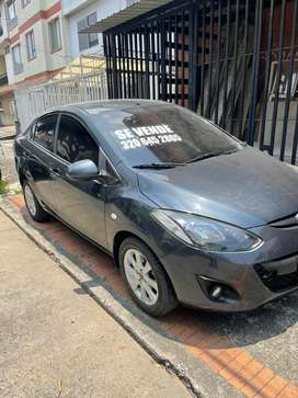 Mazda 2 2013 mecanico sedan impecable