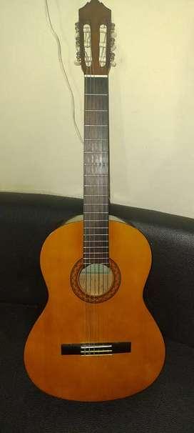 Guitarra Acústica Yamaha C40 Con Estuche, Afinador y Cuerdas Nuevas