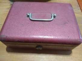 Caja para guardar o transportar dinero