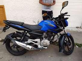 Vendo moto pulsar 135 único dueño  excelente estado