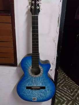 Se vende Guitarra en buen estado inclulle forro