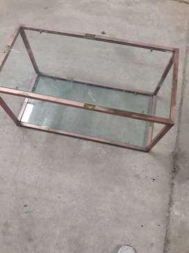 Mesa Ratona de bronce con vidrios