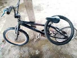 Vendo esta visicleta  marca BMX
