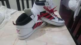 Zapatillas adidas, originales. Sin uso.