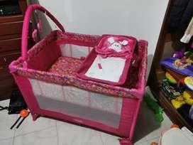 Vendo corral/mesedora marca bebesit rosado.