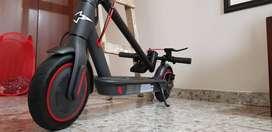 patineta Xiaomi M365 PRO, como nueva, con llantas de 10 pulgadas, se entrega con cargador y factura de compra