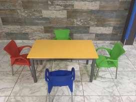 vendo juego de mesita infantil con sus sillas