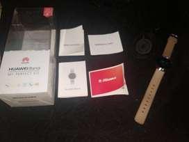 Smartwatch Huawei B0, buen estado, accesorios (correa y cargador) originales con todos sus manuales