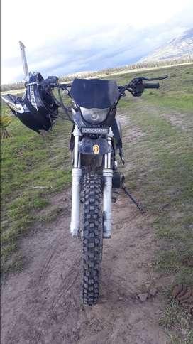 VENDO MOTO Loncin 200cc PARA CAMPO Funcional 100%