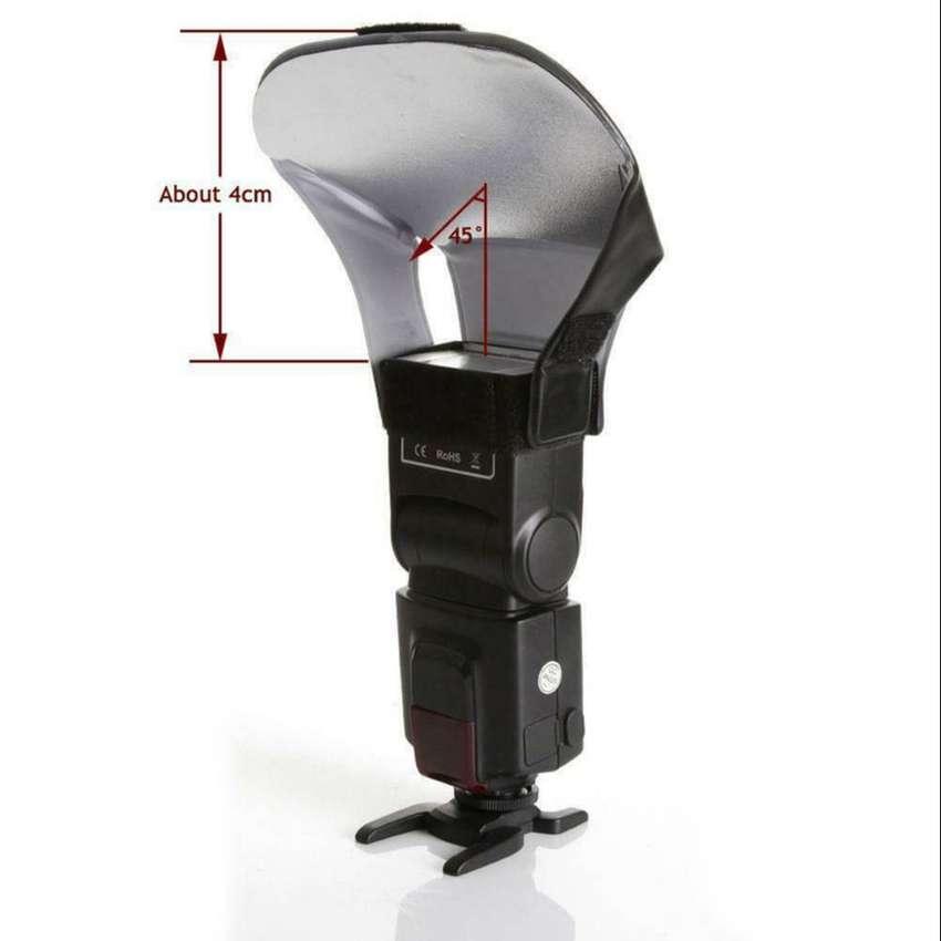 Difusor con rebotador de bases intercambiables para flash de mano 0