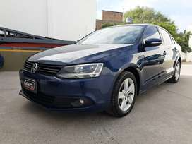 VW Vento Luxury 2.5 manual