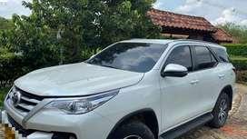 Toyota color blanco perlado