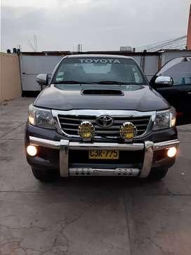 Vendo camioneta toyota hilux 4x4 srv full 2012