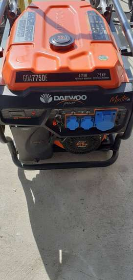 Generador de Gasolina DAEWOO GDA 7500E - SEMI NUEVO