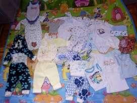 Vendo lote para bebes de 0-4  meses hermosa ropita con poco uso 3 contos nuevos