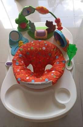 Centro de actividades, entretenimiento y comedor para niño o niña, en perfecto estado. Silla giratoria 360 grados.