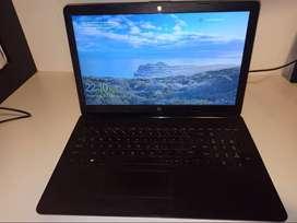 Laptop HP 1tb de memoria, 4gb de ram.
