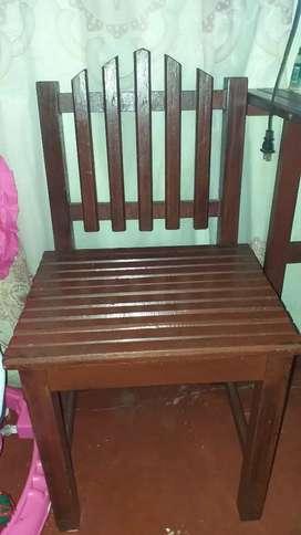 4 silla  de madera y se entrega mesa