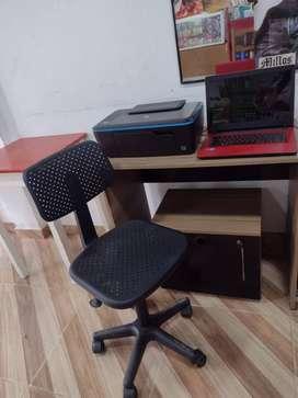 portátil impresora mas mesa y silla