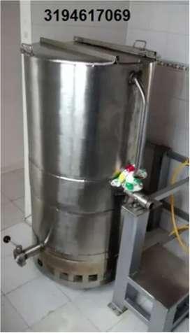 OLLA-MARMITA VOLCABLE CON QUEMADORES A GAS; CAPACIDAD 600 LITROS, EN ACERO INOXIDABLE.
