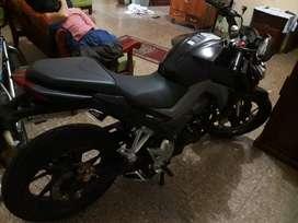 Vendo de oportunidad una moto Honda CB190R  año 2016 nuevesita como en almacen de oportunidad 3200 precio fijo llamar