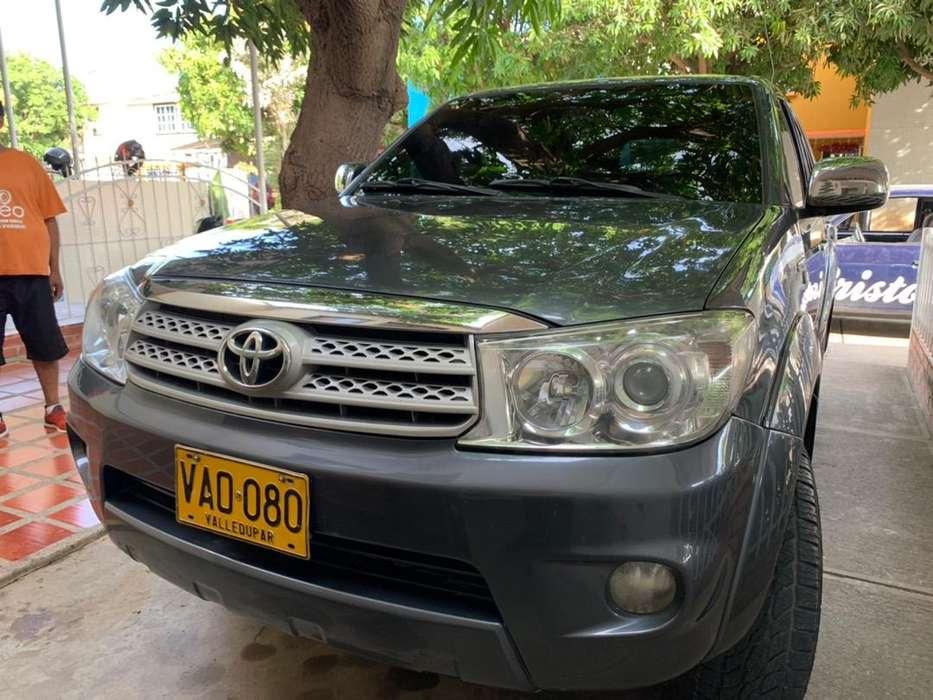 vendo fortinuner 2.7 a gasolina modelo 2011 valledupar negociable