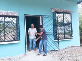 Casa de cemento de 1 piso con ceramicacon serramiento frentero