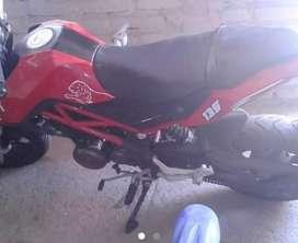 Vendo moto en 1.2000 urgente buen estado