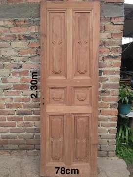 Puertas antiguas en madera de cedro