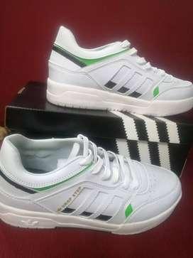 Zapatillas nuevas talla 41