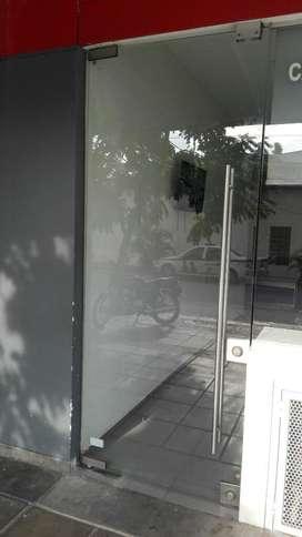 Puertas en Vidrio de Seguridad Y de Alum