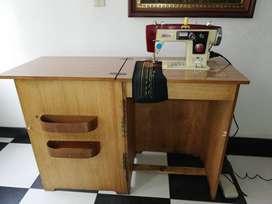 Maquina de coser PFAFF con mueble en buen estado