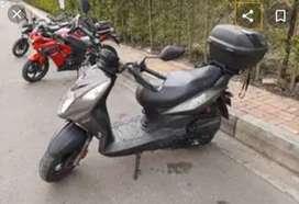 Se vende moto poco uso excelente estado.