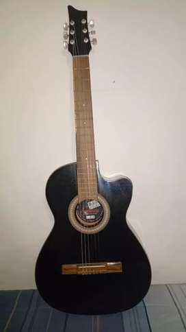 Guitarra clásica nueva