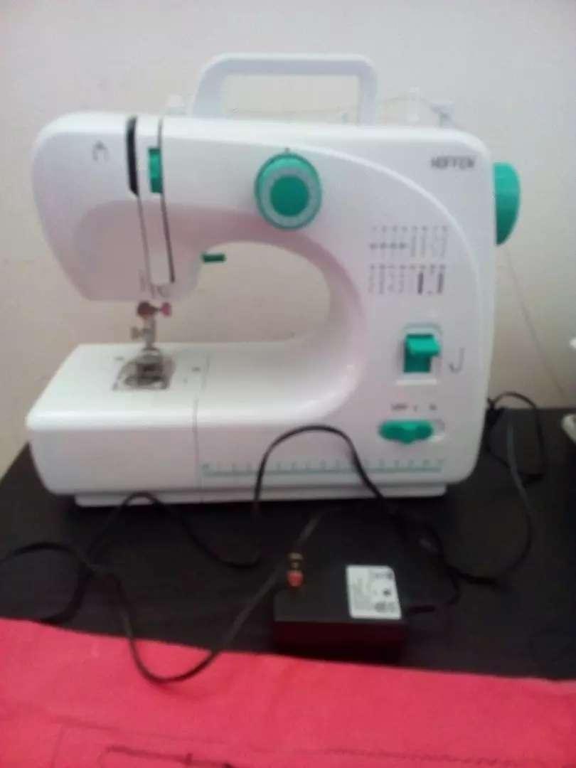 Vendo maquina de coser 0