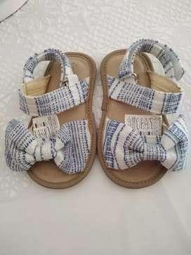 Vendo sandalias niña