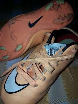 Botines Nike Talle 27.5 tiene se plantilla 16.5 cm