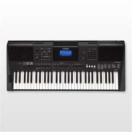 Piano Yamaha Psr-e453 + Base + Cable Conexión + Estuche + Base para pentagramas.
