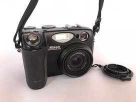 Cámara Nikon COOLPIX 5400 con forro original + accesorios