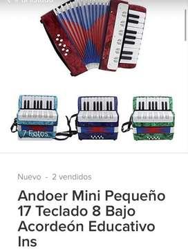Se vende acordeon de 17 teclas mini de enseñanza segunda mano  Mutis