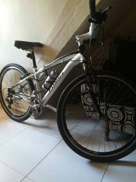 Vendo bicicleta mtb 260 optimus color blanco gris