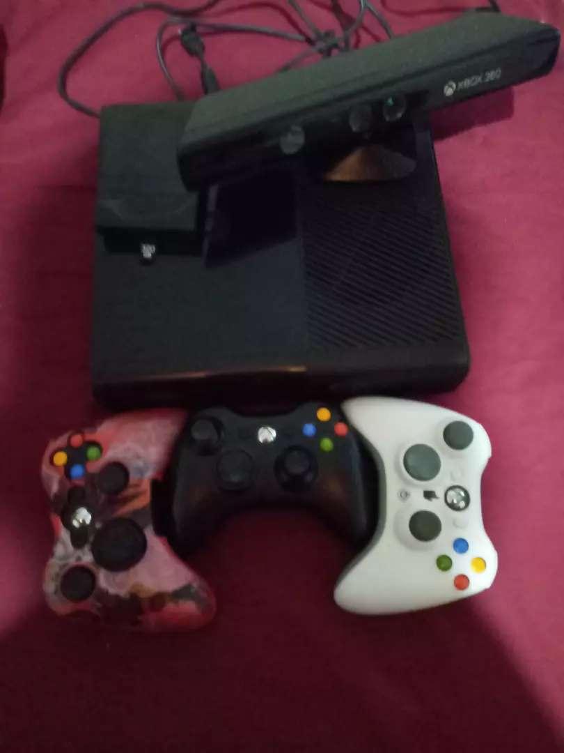 Xbox 360 super slim 0