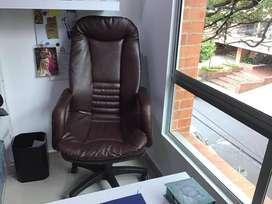 Juego de muebles para oficina casi nuevo