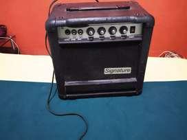 Amplificador de bajo pequeño en exelente estado