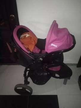Coche para bebé con canasta