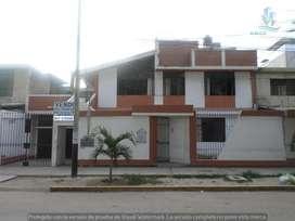 Vendo Casa grande de 2 pisos en Urb  Miraflores