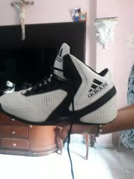 Vendo botas adidas originales de 8/10 el estado