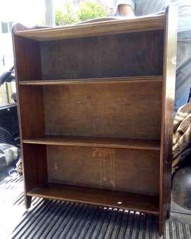 Excelente biblioteca baja de cedro petit mueble de estilo impecable est