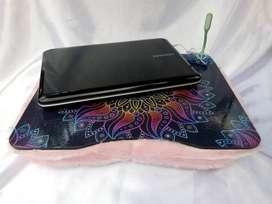 VENDO NUEVAS! Mesa de madera  portanotebook con puerto USB de cuatro bocas con lámpara LED.  Medidas 48 cm de largo x 38