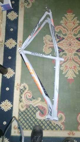 Vendo cambio marco de bicicleta one trail zagros
